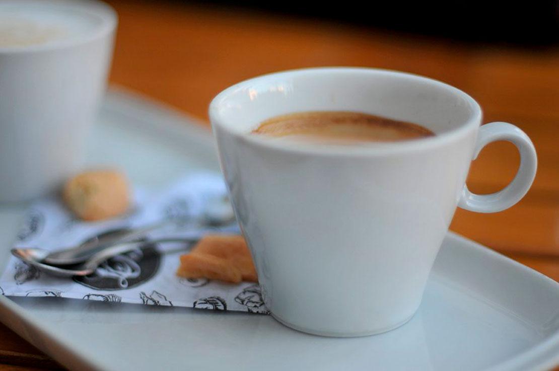 Buenos Aires Y cuarto, menos cuarto No.3 ブエノスアイレスのカフェ